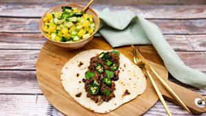 Pulled oats met zelfgemaakte tortilla's en een Mexicaanse salade