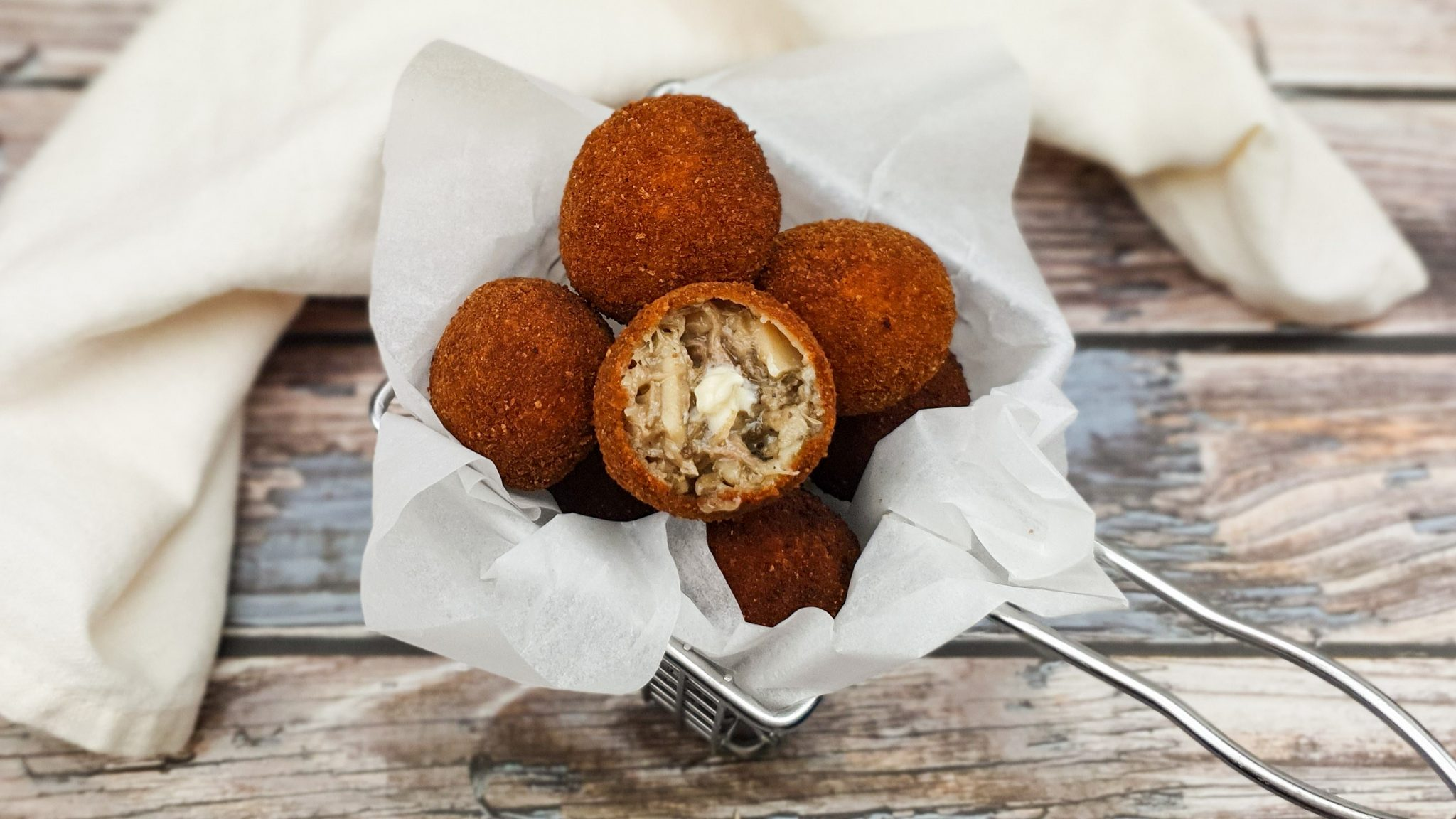 Bitterballen met eend, oesterzwam en truffel