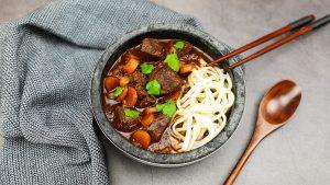 Vietnamees stoofvlees (Bò Kho) met noedels