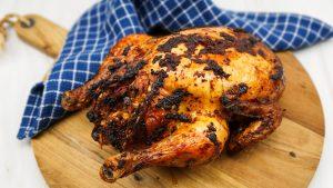 Hele kip uit de oven gevuld met Grieks gehakt