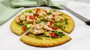 Courgette pizza met knoflookgarnalen en courgette
