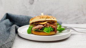 Confit de canard burger met truffelmayo