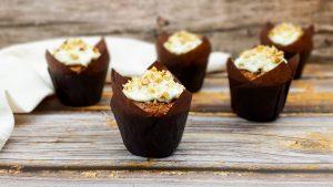 Carrot cake muffins met mascarpone monchou topping