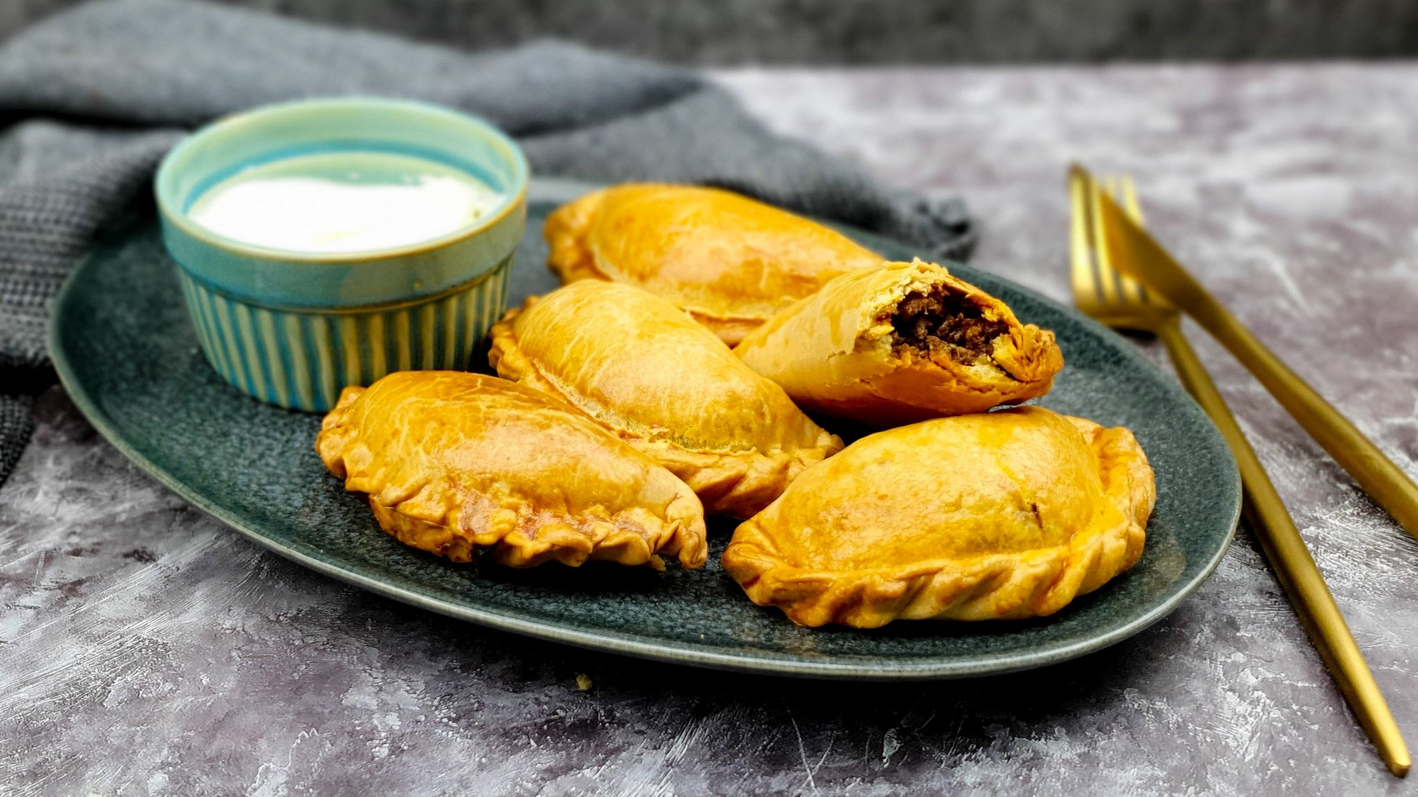 Empanada's gevuld met kruidig gehakt