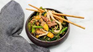 Miso biefstuk met groenten en noedels