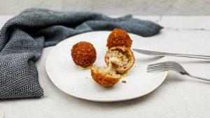 Arancini: Gefrituurde risottoballetjes van truffelrisotto
