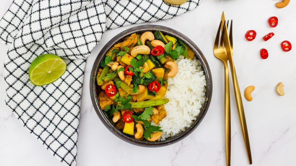 Gele kipcurry met lekker veel groenten