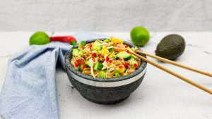 Noodle salade met gerookte zalm en nuoc cham