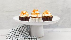 Carrot cupcakes met witte chocolade en walnoten