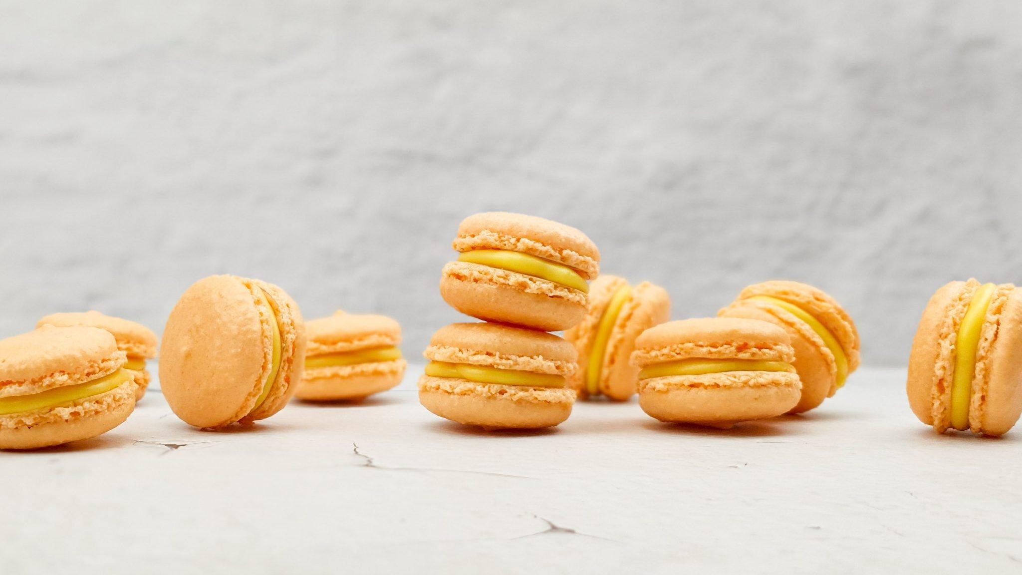 Passievrucht macarons met witte chocolade