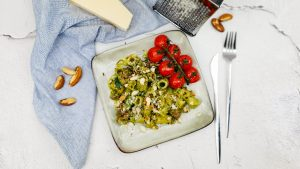 Pasta pesto met courgette, kastanjechampignons en paranoten