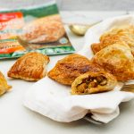 Rode curry pasteitjes van paratha