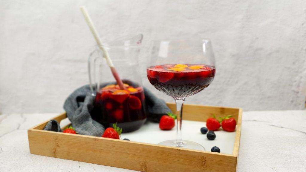 Zelfgemaakte rode sangria met licor 43