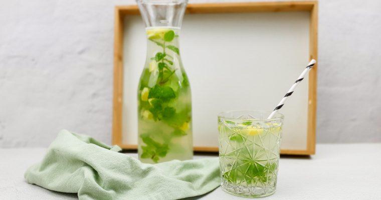 Homemade citroen limonade