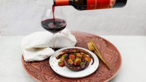 Gegrilde octopus met chouriço, rode wijn en aardappeltjes