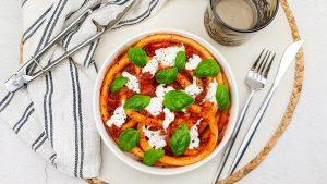 Pasta met tomatensaus van 'nduja, burrata en basilicum burrata