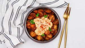 Patatas bravas met alioli
